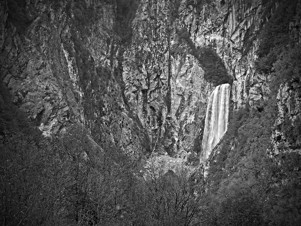 Boka Waterfall Black&White